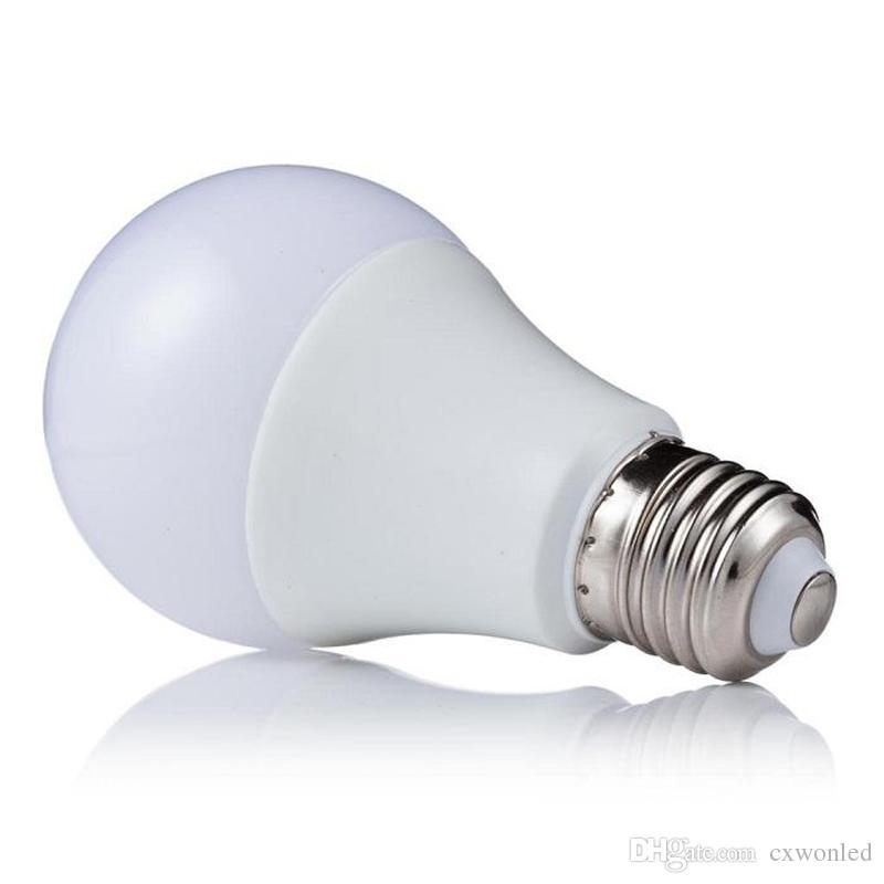 주도 디 밍이 가능한 전구 높은 밝기 900Lm 9W 2835 LED 전구 흰색 플라스틱 알루미늄 라이트 220 각도 흰색 따뜻한 화이트 AC110-220V CRI 80Ra를 냉각