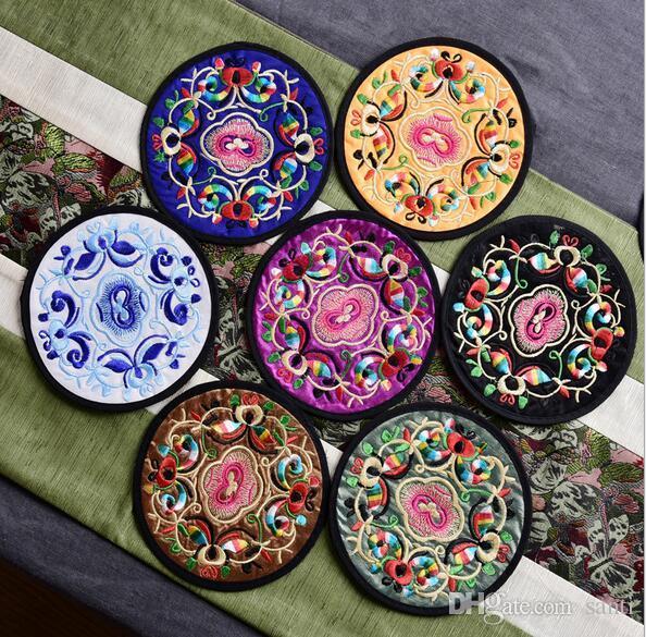 Startseite Non-Woven-Stickerei Blümchenmuster ethnischen Coaster Tribal Cup Teekanne Matte Getränk Inhaber Floral Geschirr Tischset