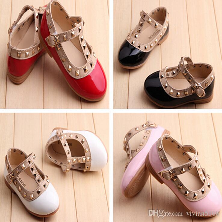 Frete grátis 2015 verão crianças meninas bebê crianças sandálias princesa sapato sapatos de couro tendão final rebite crianças sapatos 4 cores 2-12 anos