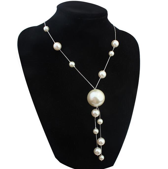 81c9ff4e23ce Compre Collar De Perlas Largas Bisutería Declaración De Moda De La Vendimia  Blanco Gran Perla Suéter Collar De Cadena Mujeres Adornos 20059 A  6.84 Del  ...