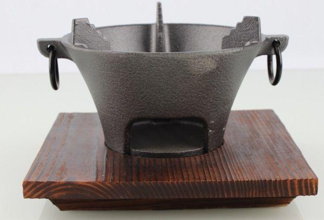 Tragbare Gusseisen Holzkohlegrill Grill Tischgrill Hot Pot Herd Chinesisch Retro-Stil Ofen mit Holzauflage für Home Hotel 037-2