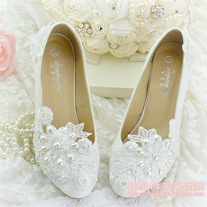 be6860e49f3 Lace Applique Pearl Wedding Shoes Bead Slip On Hollow Out Cheap Bridesmaid  Shoe For Wedding Party Flat 5.5  8.5  10.5 Heel White Bridal Shoes Low Heel  White ...