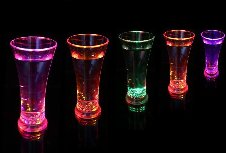 新しい到着LEDメガネ、ウォーターカップ、クリエイティブクラブKTV液体誘導ジュースカップカラフルなフラッシュドリンクカップ