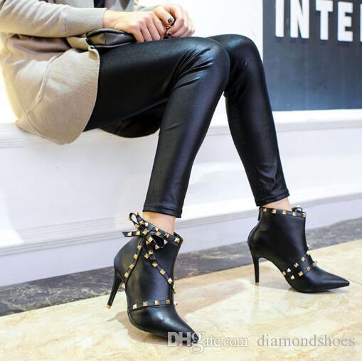 Remaches puntiagudos remaches Botines de tobillo para mujer Cuero negro Patchwork hebillas Correa fina Tacón alto Calor Botines de invierno