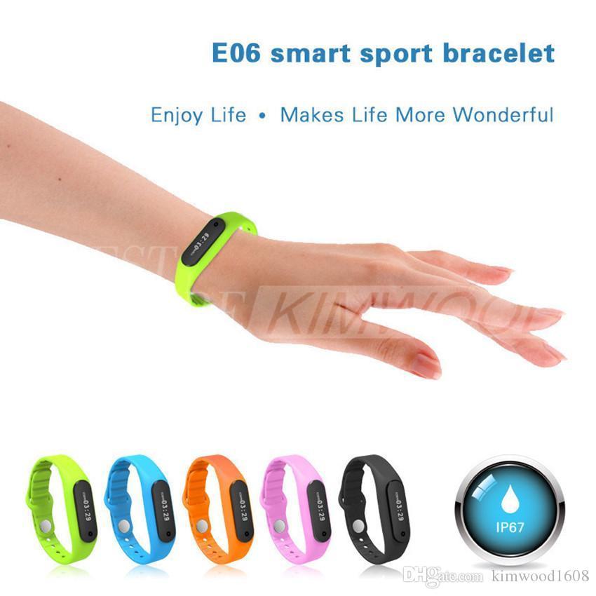 Nuovo arrivo E06 Smart Sport braccialetto impermeabile orologio da polso Tracker Monitor sonno monitor Android 4.3 IOS 7.0