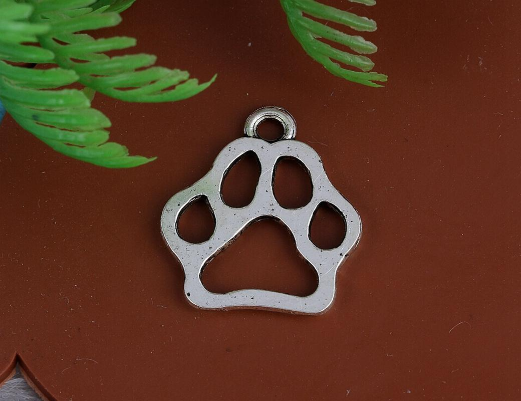Vintage Silver Hollow Dog Paw Prints Charms Pendants For Women Dress Bracelet Necklace Jewelry Alloy Making Girls Bijoux Accessories A27