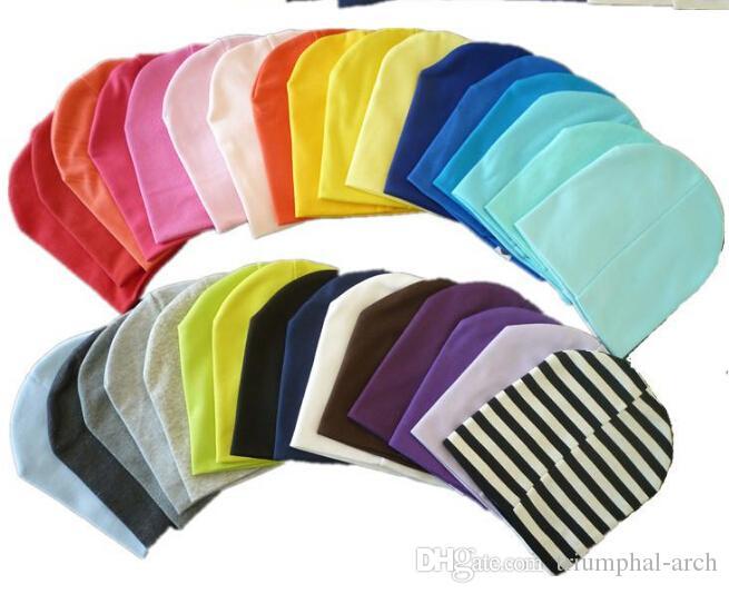 Vente chaude Chapeaux 32 couleurs 1lot = 20 pièces solide bébé chapeau bébé casquettes infantile Coton enfants Chapeaux Crâne Cap Toddler Garçons Filles enfants Bonnets