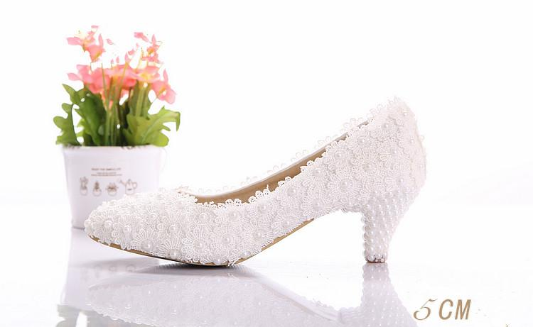 18a99f31f81d Beautiful White Lace Wedding Shoes Low Heel Diamond Bride Wedding ...