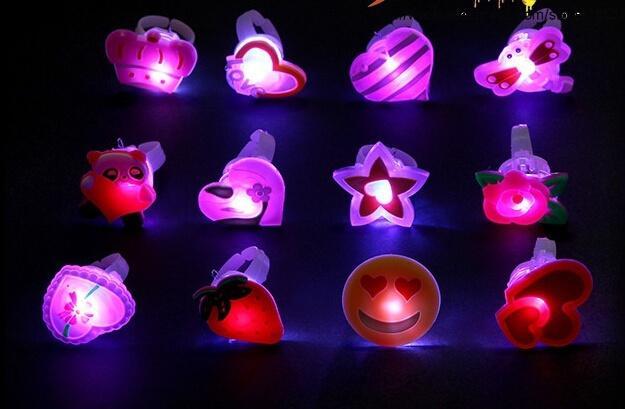 Flashing Jelly LED Anel Dos Desenhos Animados Enchimentos Pinata Kids Party Favor Do Partido Do Baile de Finalistas Da Dança Do Partido Presentes de Aniversário LEVOU Brinquedos