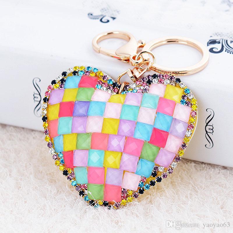 Moda de alta gama de diamantes amor adornos de metal coche llavero artesanía pequeños regalos