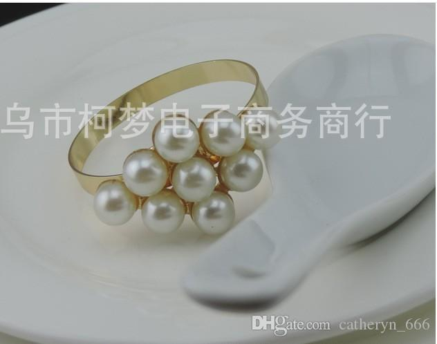 A buon mercato all'ingrosso all'ingrosso perla perline di cristallo portatovagliolo portatovagliolo in rilievo fiore forma Fine Jewelry Design in rilievo supporto tovagliolo Table Deco