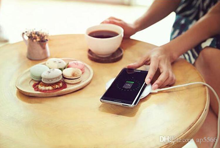 Caricabatterie wireless Qi Fast di alta qualità Samsung Galaxy S7 edge S6 edge Plus Note 5 Stand con pacchetto con logo con ventola di ap5566