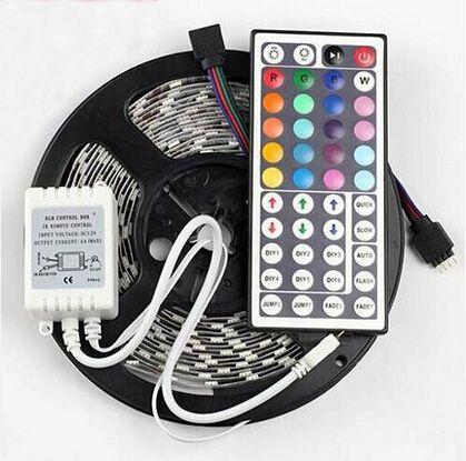 5m RGB LED Strip Light 12V SMD5050 300 LED Strips + 44Keys Remoteer Remoteer Non impermeabile Vacanze Decorazione di nozze Luci CE Rosh MOQ20