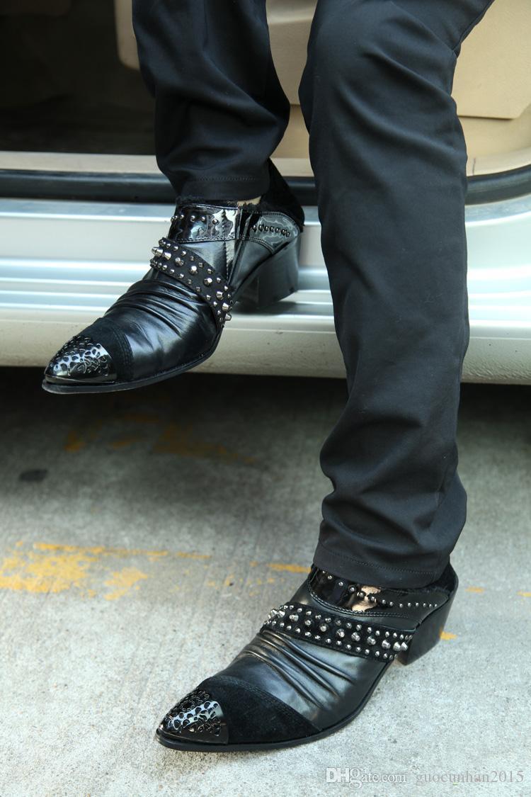 2016 Novo Design de Estilo Britânico de Metal Apontou Toe Sapatas Dos Homens Rebites Sapatos Plissado Preto Oxfords Genuine Leather Party Wedding Slip-On Sapatos