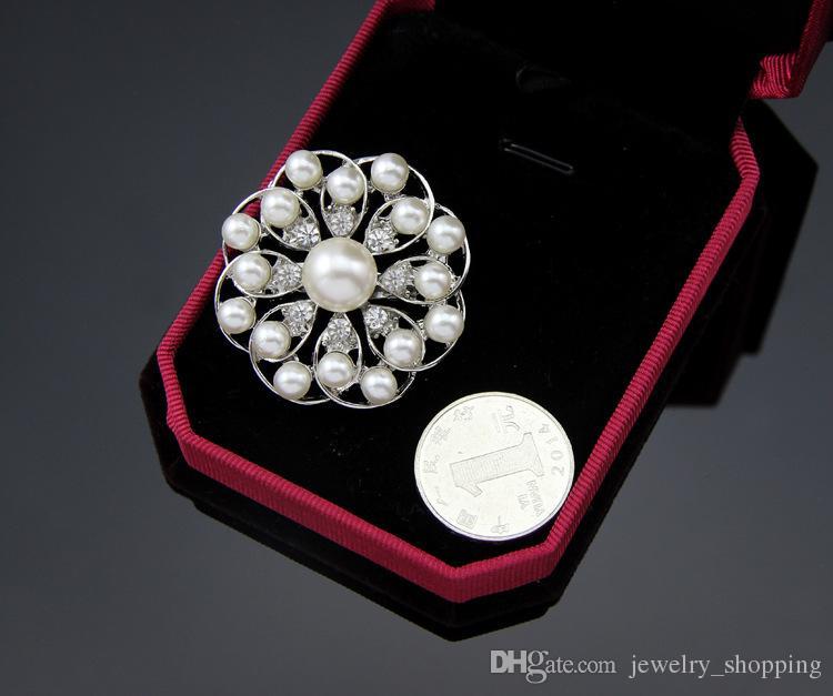 Femmes de luxe Perle Broches 4 Styles Argent Sparkly Clair Strass Cristal Diamante Fleur Pins Robe De Mariée Broche 1.3 Pouce
