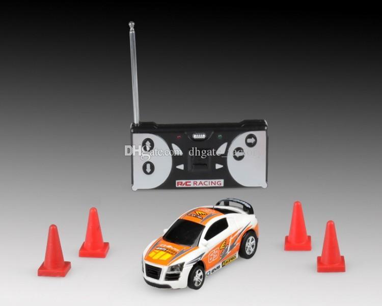 8 اللون البسيطة المتسابق التحكم عن بعد سيارة فحم الكوك يمكن البسيطة RC راديو التحكم عن بعد مايكرو سباق 1:64 سيارة 8803 هدية عيد الميلاد