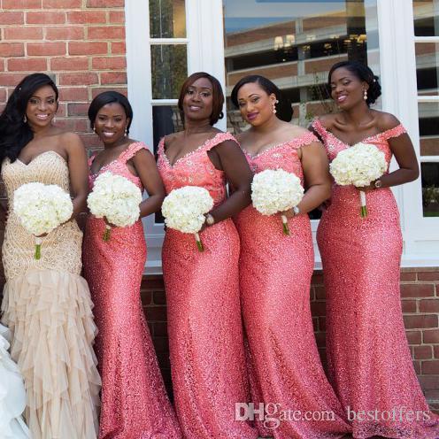 Aus der Schulter Coral Brautjungfer Kleid mit Perlen Pailletten Kristalle Riemen Spitze Meerjungfrau schlanke Hochzeit Party Kleider V-Ausschnitt Frauen Party Kleider