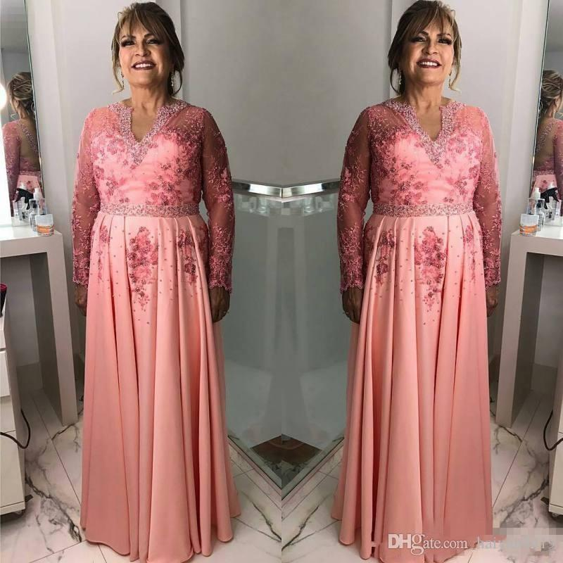 2017 Pink Mother Of The Bride Dresses V Neck Lace Applique Beaded Long Sleeves Floor Length Plus Size Plus Size Wedding Guest Gowns