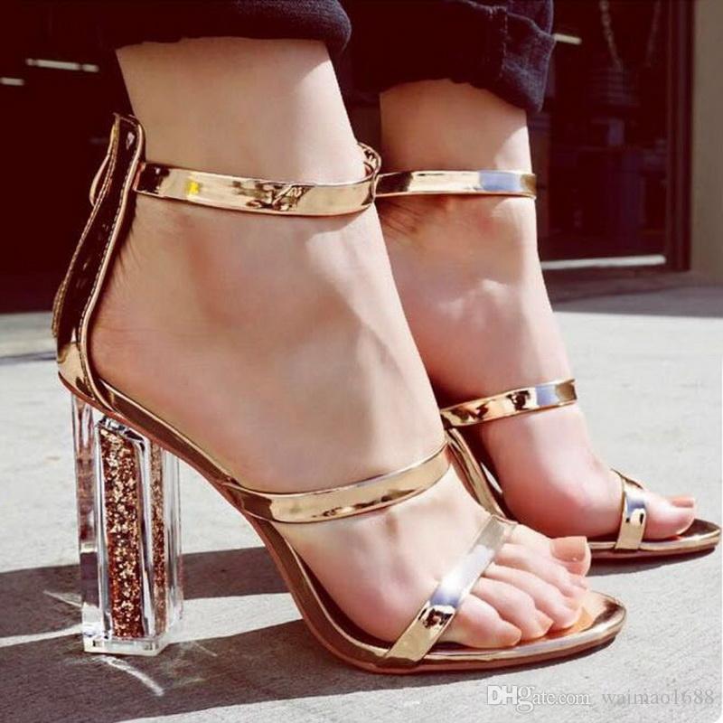 97d6297e8b ... Recente Mulheres Dedo Aberto Strappy Tira No Tornozelo Sandálias De  Ouro De Cristal Transparente Claro Bloco Grosso De Salto Alto Lantejoulas  Sapatos De ...