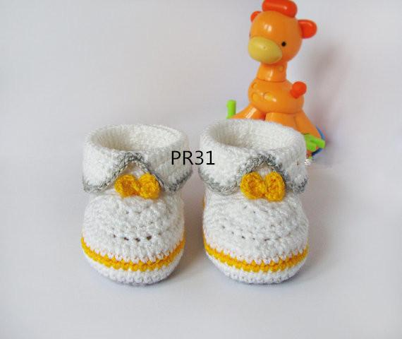 White Grey yellow crochet baby booties, baby girl and boy booties, shoes with yellow bow for him and her 0-12M custom