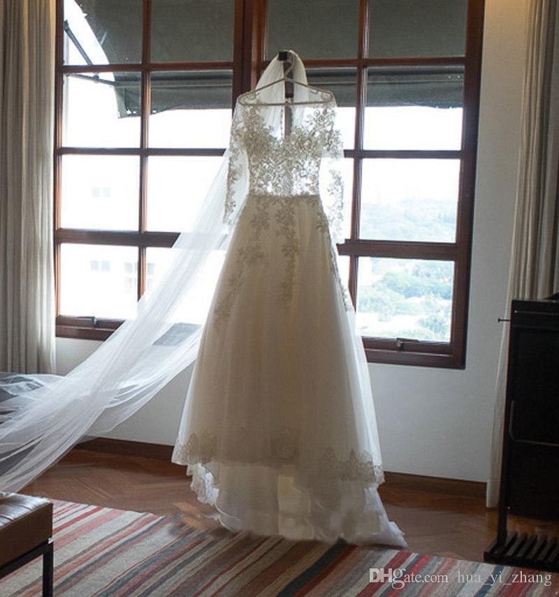 얇은 공주의 웨딩 드레스 환상의 긴 소매 2016 라인 코트 트레인 Tulle Bridal Gowns with Covered Buttons
