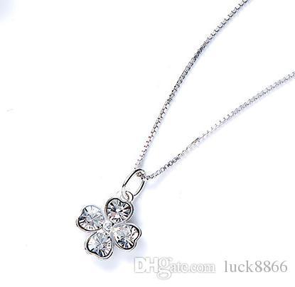S925 - Diamantbesetzte Halskette mit vier Blumen aus Sterlingsilber