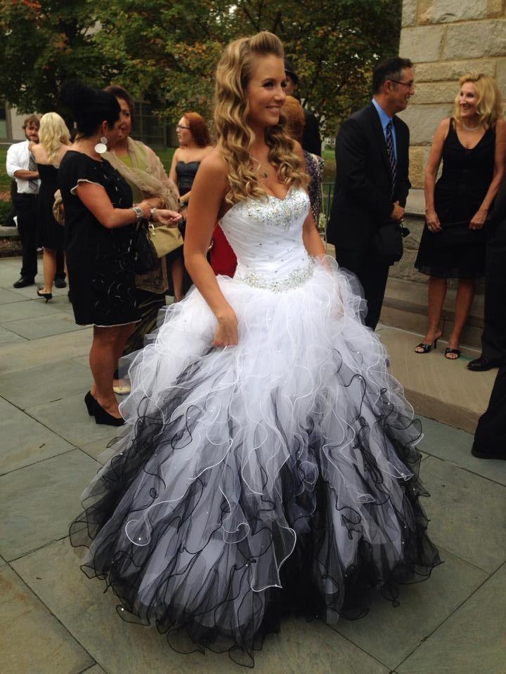 Branco e preto vestido de baile vestidos de casamento com faíscas frisado de cristal Sweetheart cascateamento Rufffles Modest gótico vestidos de noiva
