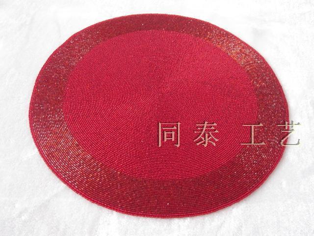 赤いラウンド手作りガラスビーズプレースマットビーズテーブルランナービーズ充電器ビーズプラセマットセットダイニングのための装飾テーブルマット