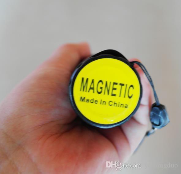 실외 안전 기능 LED가 많은 교통 손전등 배턴 길이 26cm 하단 자석