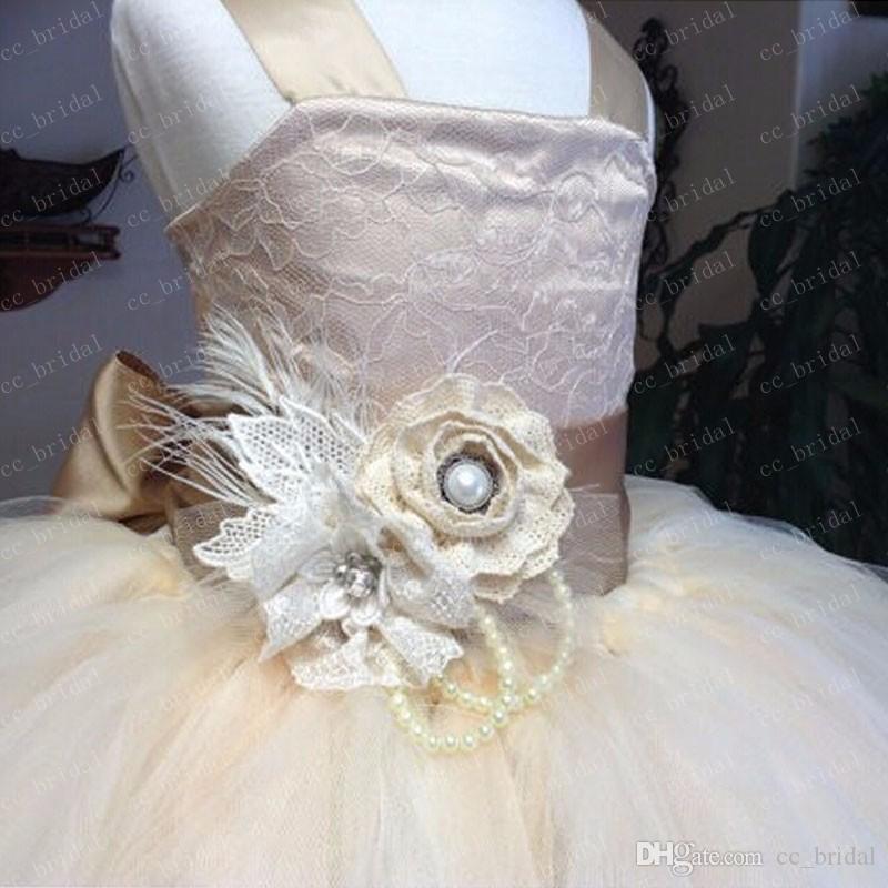 Vintage Lace Rustikale Champagner Blumenmädchenkleider Für Junior Brautjungfer Sexy Spaghetti-Trägern Flauschige Tüll Ballkleid Kommunion Kleider Neu