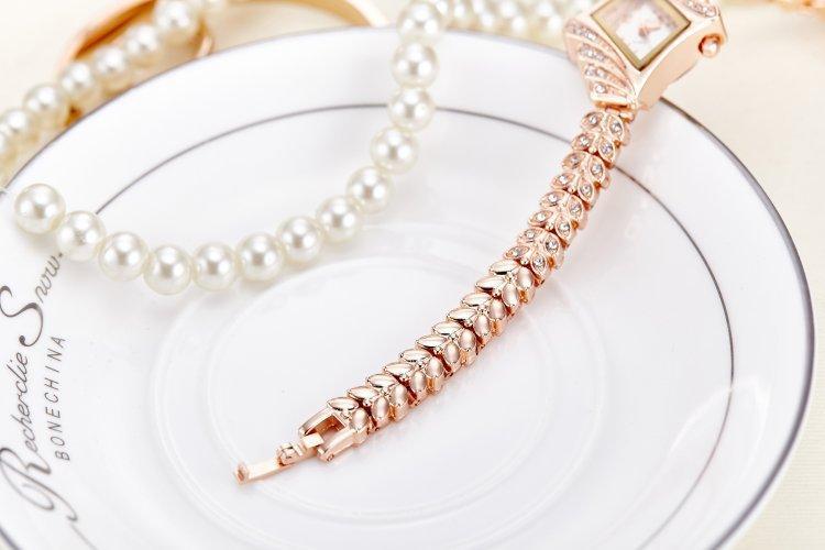 2018 Üst Marka Bilezik Kadınlar Için Saatler Rhinestone Diamonds Elbise Bayanlar Moda Casual Alaşım Kol Lüks En Iyi Noel Hediyesi