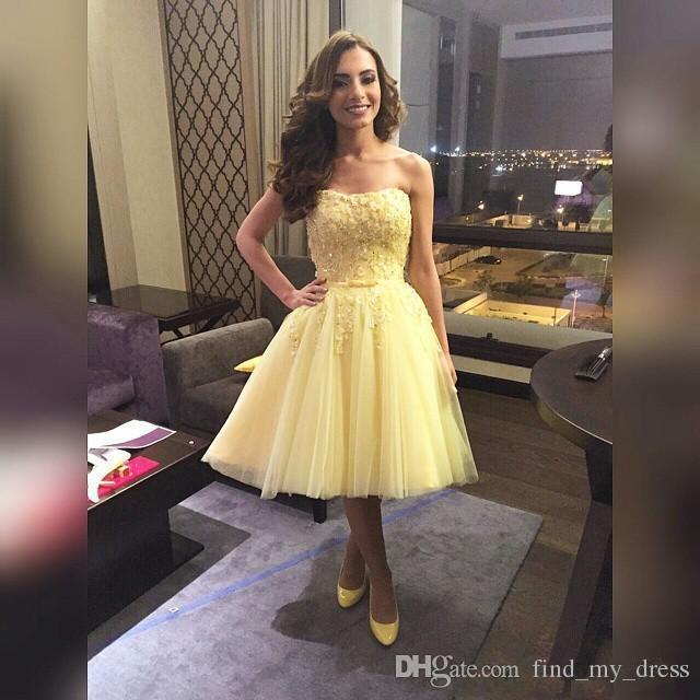 2019 Желтый Homecoming платье без бретелек бисером Аппликация Тюль A-Line Длина колена платья выпускного вечера зашнуровать назад сшитое H65
