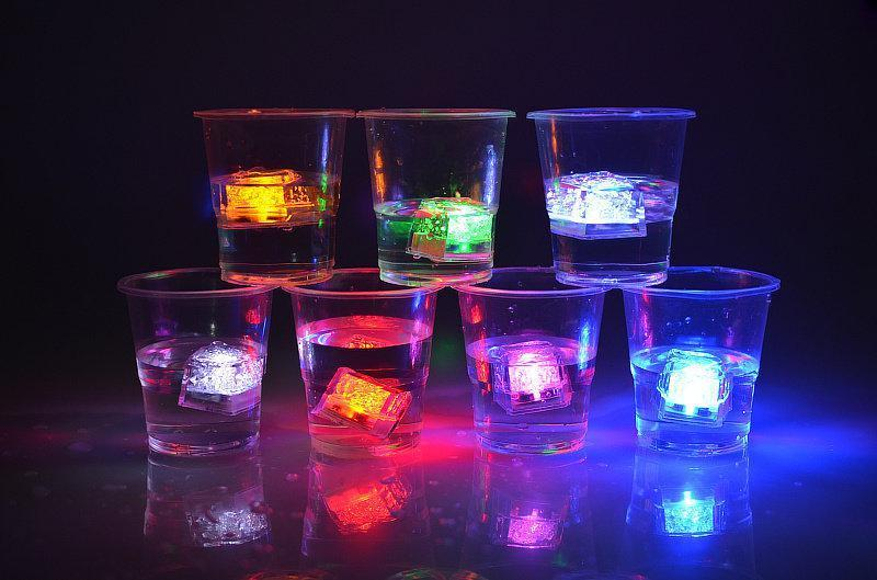 28MM*28MM*28MM LED Ice Cubes water-actived Light-up Flash light Auto Changing Crystal Cube for halloween party decoration supplies