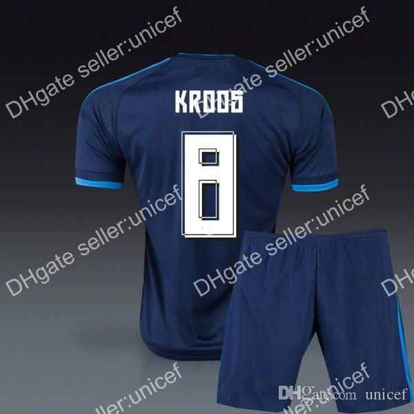 f42c450b28 Compre Toni Kroos Madrid 15 16 3º Camisa De Futebol Azul Escuro Com  Uniformes De Futebol Curtas De Unicef