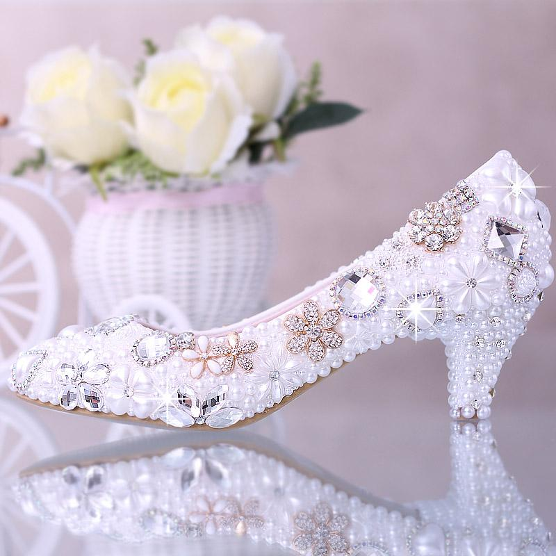 Luxury Rhinestone Beaded Bridal Shoes Pearl Pure Color Pointed Toe Bridal Heels Walking Comfortable Kitten Heel Prom Shoe