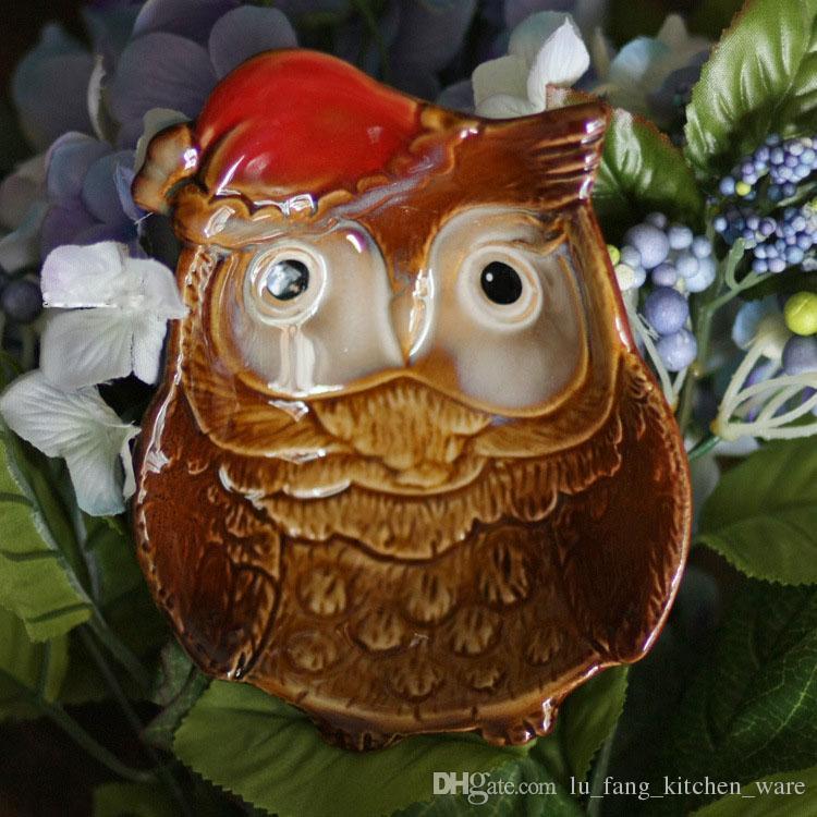 Dekoration farbige Glasurkeramik Handwerk Retro Nostalgie Kreative Mini süße Eule Weihnachtsmütze Wohnzimmer Aschenbecher Kind Geschenk Großhandel
