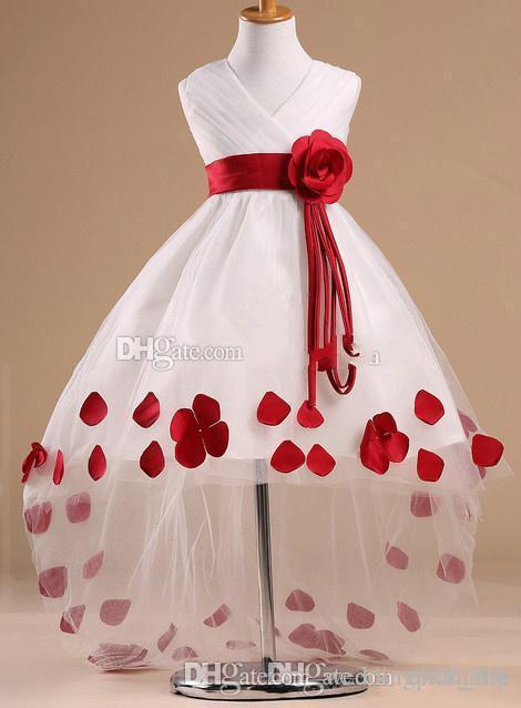 2017 mais recentes desinger estilo flor menina vestidos padrões em decote em v sem mangas de alta baixo subiu faixa branca flor menina dress com pétalas vermelhas