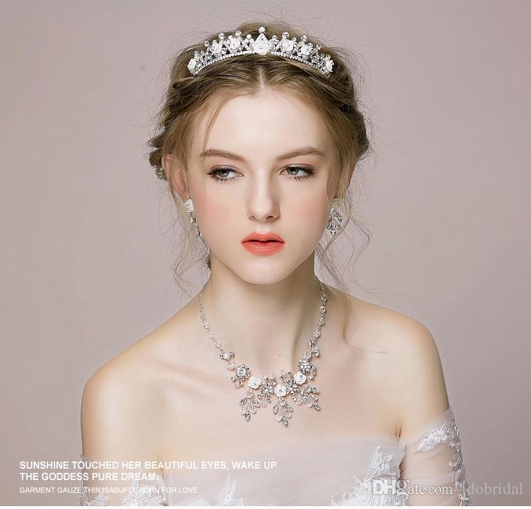 Romantic Bridal Tiaras Crowns HeadPieces Classy Wedding Bride Headbands Fascinators Cheap Hair Clips Pieces Swarovski Accessories
