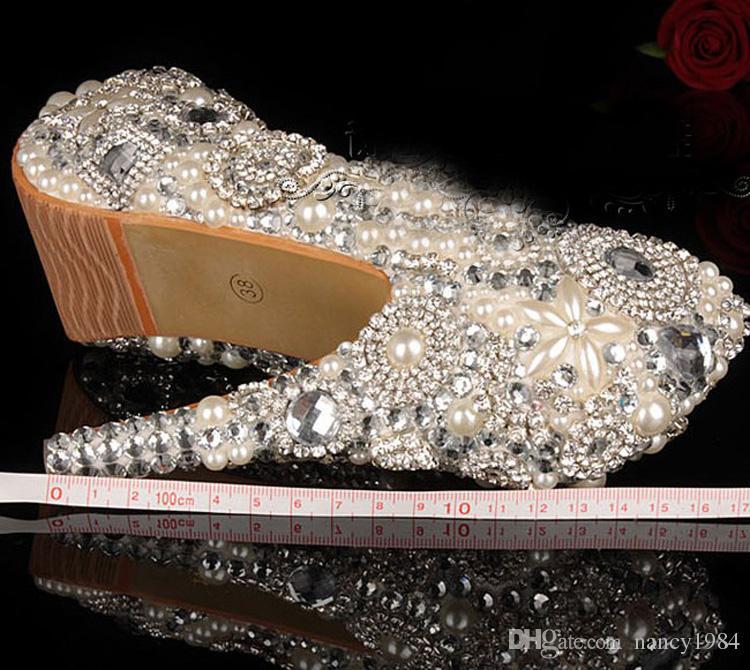 ユニークな象牙真珠のラインストーンのウェディングドレスの靴のピープトウのハイヒールのブライダルシューズ防水女性パーティープロムの靴