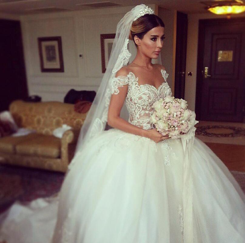 Arabic 2018 Wedding Dresses Lace Sheer Bridal Gowns Princess Ball Gown Crew Neck Cap Sleeves Covered Button Court Train Colored