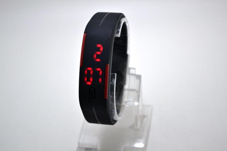 2015 новый ультра-тонкий сенсорный дети электронные часы девушки Relgio часы браслет водонепроницаемый силиконовые светодиодные спортивные наручные часы
