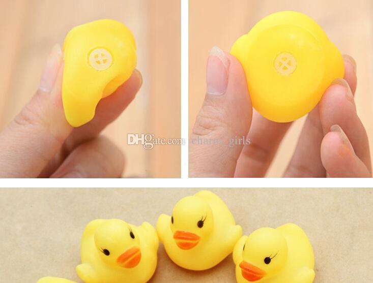 뜨거운 판매 / 4x4cm 귀여운 아기 소녀 소년 목욕 입욕 클래식 장난감 고무 레이스 삐죽 오리 노란색