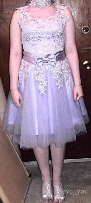 Vintage High-Neck Lace A-Line Bowknot kurzes Cocktailkleid Einzigartige Brautjungfer Kleid