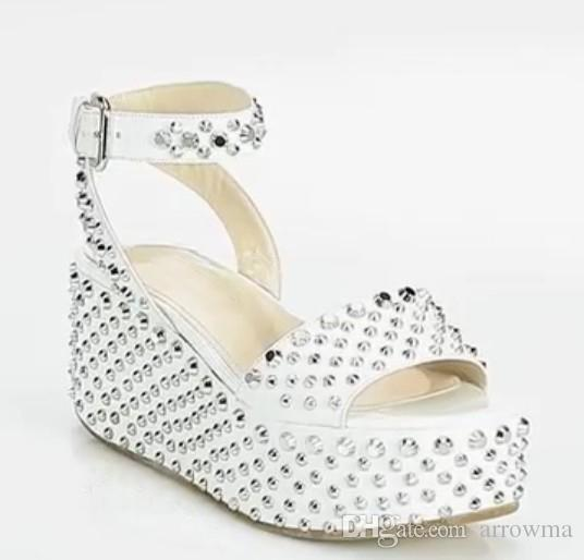 Cheap Modest White Wedding Shoes For Bridal Shoes Sexy Buckle Wedges Sandals With Rivets New Arrive Hot Sale Bridal Accessories Elegant