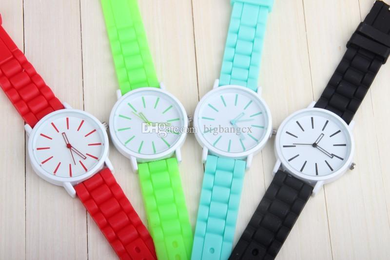 Armbandsur gelé ihålig ut design gummiband kvinnor män Genève titta på Silicon Candy Mutil Color Fashion Student Silicone Quartz Klockor