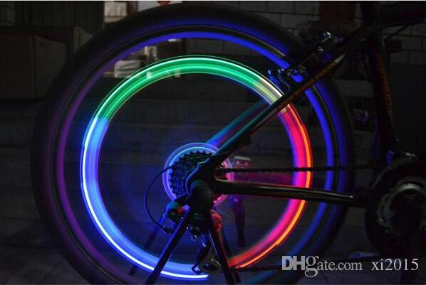 Skull MIX LED Flash Light Neon Lamp Night Bike Neumático del coche Neumático Wheel Valve Caps