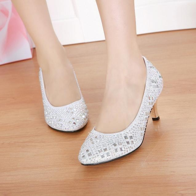 In Stock Low Heel Pointed Toe Silver Shoess Diamonds Sparkle Rhinestones Wedding Bridal Shoes Crystals Red Women Shoe Cheap Accessories