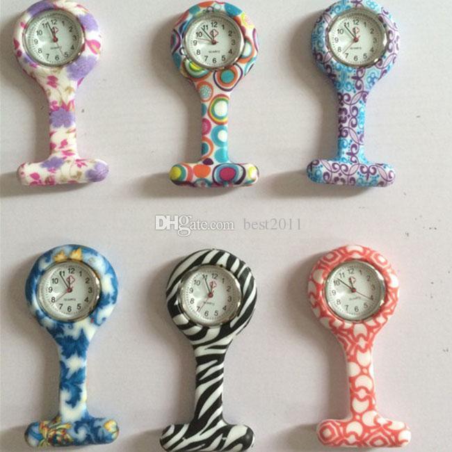 bunte Kinderdoktor-Krankenschwester-Uhren mit Pin Fob-Taschenuhren-Blumen- / Punkt-Entwurfs-Mischungs-Auftrag