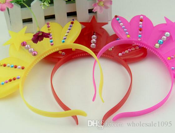 EMS Wholesale LED Party Decoration King Queen Crown Glow Hairpin Cosplay Cheer Flash Heandband