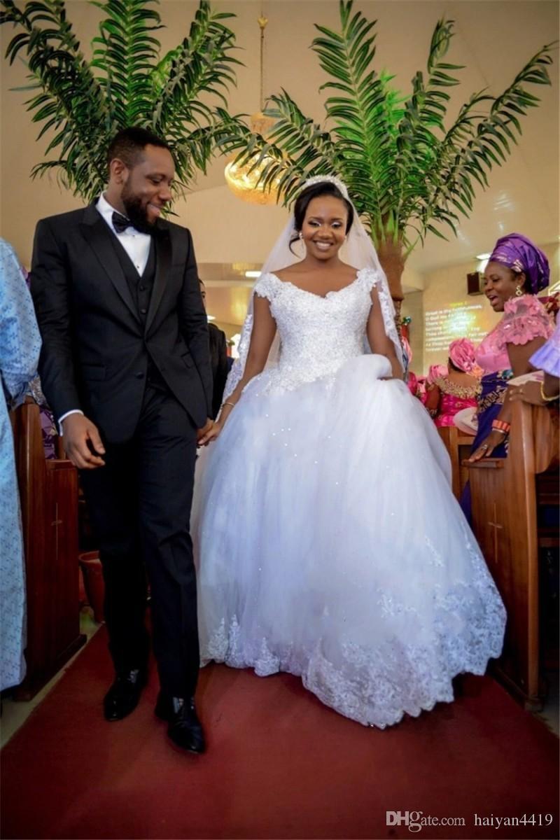 웨딩 드레스 2017 아프리카 럭셔리 볼 가운 레이스 아플리케 구슬 얇은 명주 그물 V 넥 캡 슬리브 성당 기차 플러스 사이즈 Vestidos 신부 가운